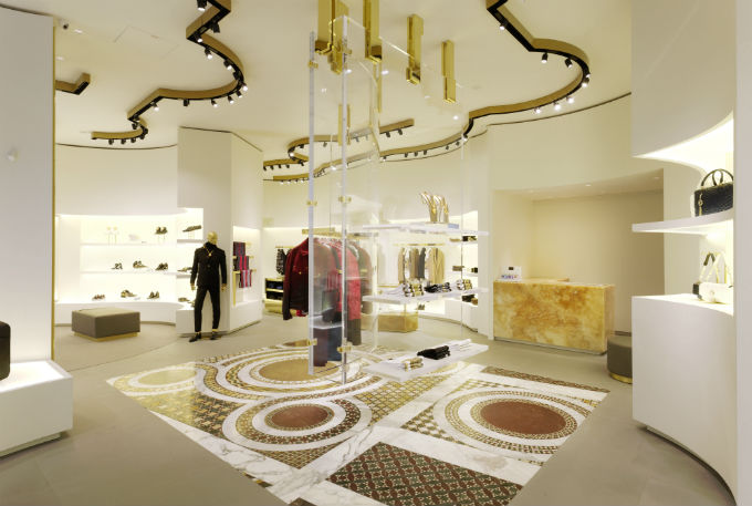Versace si mette in mostra a dusseldorf for Arredamento versace