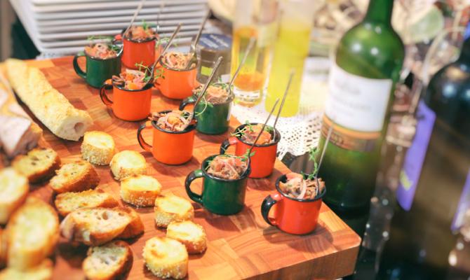 Come organizzare un aperitivo in terrazza for Idee per una cena di compleanno