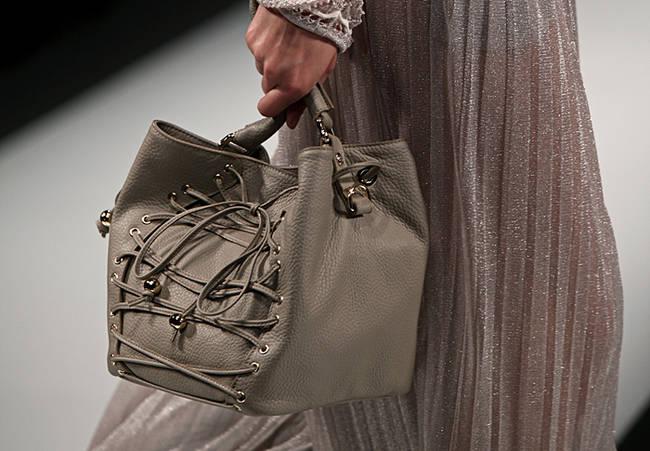Bye bye tracolla! Le borse dell'estate 2013 - Borsa Laura Biagiotti - 9 di 30
