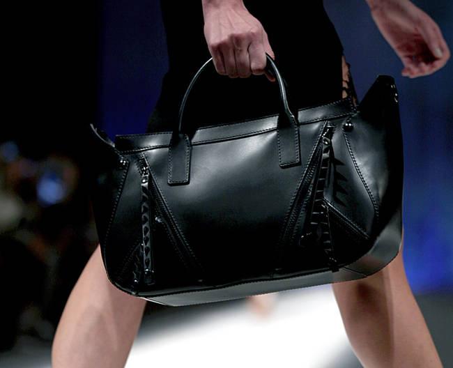 Bye bye tracolla! Le borse dell'estate 2013 - Borsa nera Just Cavalli - 29 di 30