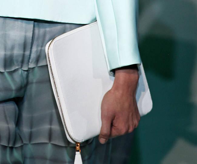 Bye bye tracolla! Le borse dell'estate 2013 - Borsa rigida Giorgio Armani - 4 di 30