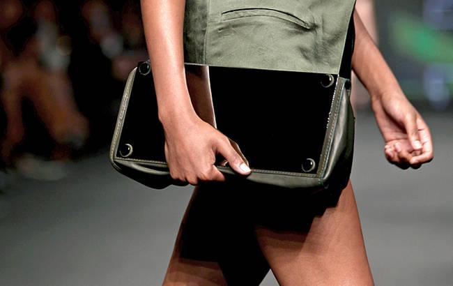 Bye bye tracolla! Le borse dell'estate 2013 - Borsa C'N'C' Costume National - 12 di 30