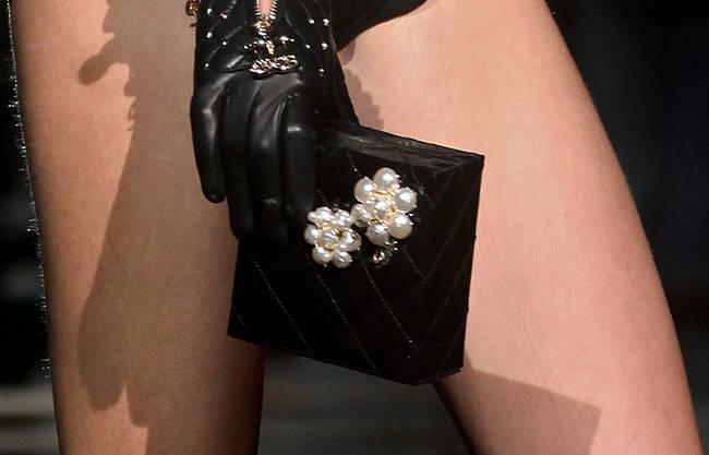 Bye bye tracolla! Le borse dell'estate 2013 - Borsa con perle DSquared2 - 18 di 30