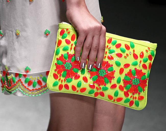 Bye bye tracolla! Le borse dell'estate 2013 - Borsa fluo Laura Biagiotti - 6 di 30