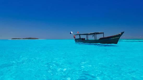 Zanzibar  barca in mare