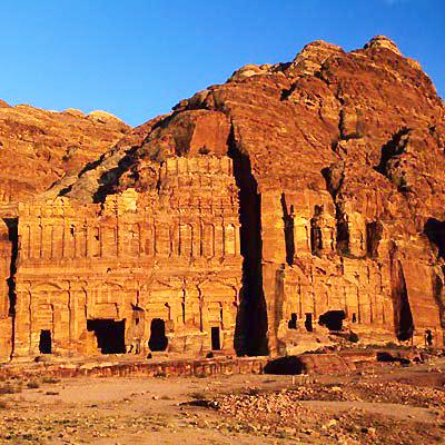 Viaggi. Giordania dal deserto al mare