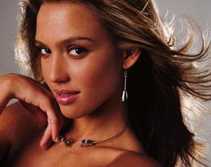 Star. Jessica Alba in Italia