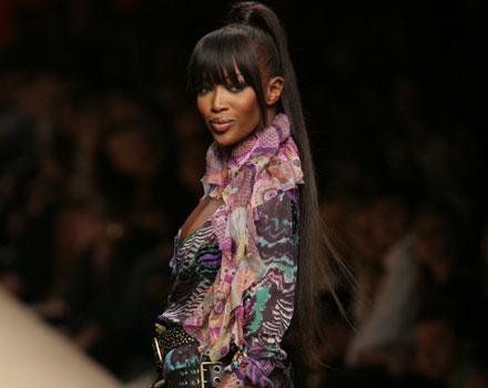 Naomi Campbell sfila nella collezione primavera estate 2008 di Miss Bikini Luxe
