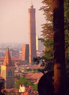 Bologna dall'alto in basso