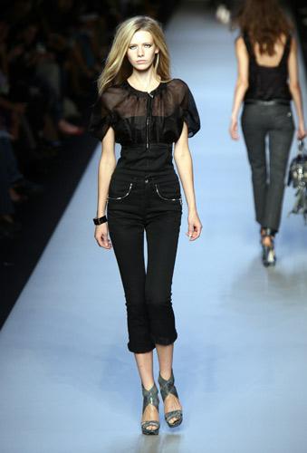 Immagini Donna Donna Pantaloni Moda Donna Immagini Moda Pantaloni Moda nmOPyN0wv8