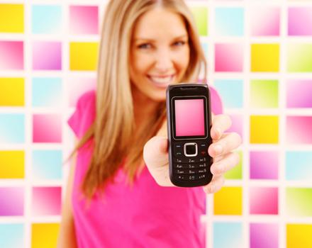 Ragazza con cellulare
