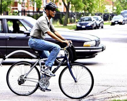 Il presidente Barak Obama in bici a Chicago