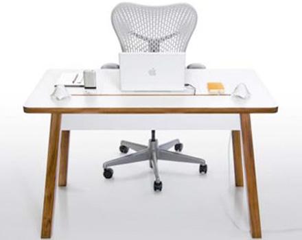 Sulla scrivania, niente