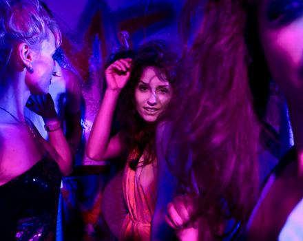 Donne in discoteca