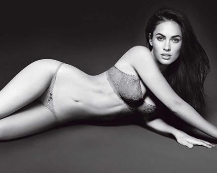 La sensualità di Megan Fox per l'intimo Armani
