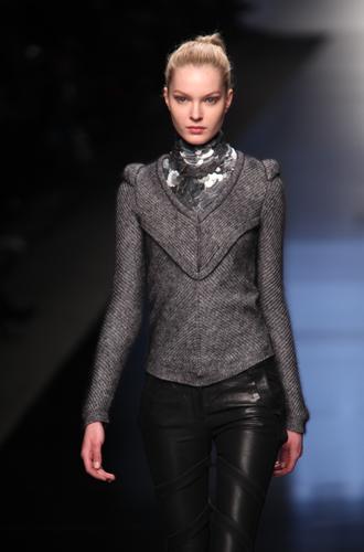 Umana e cyborg, la donna Byblos