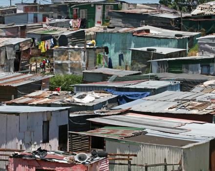 Ago e filo per sconfiggere la povertà