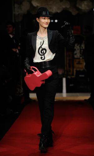 Moschino, fashion must go on