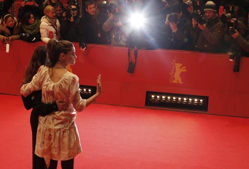 'Please Give'. Red carpet al femminile