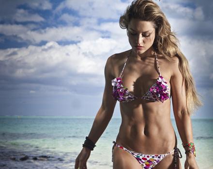 Beachwear 2010: la testimonial è Lola Ponce