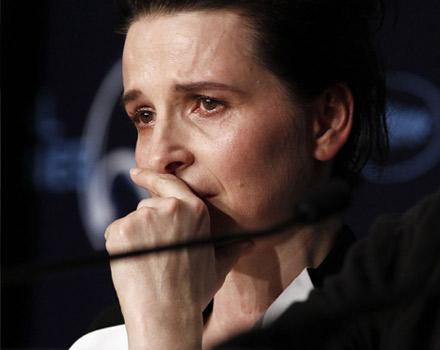 Juliette Binoche in lacrime a Cannes