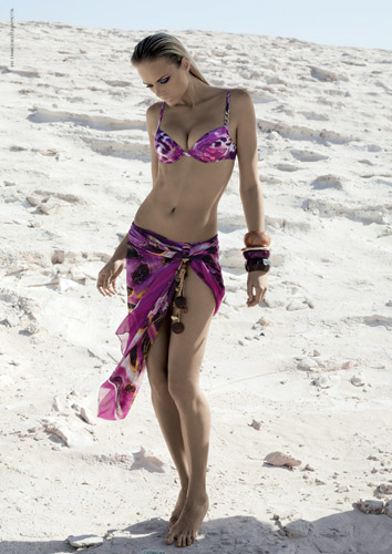 Beachwear: caftani, tute e parei