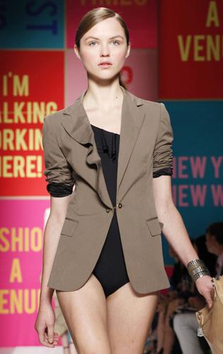 La femminilità di DKNY a New York