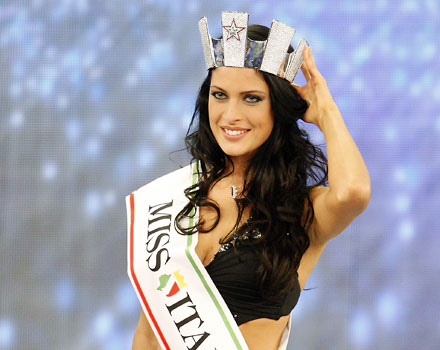 Ecco la nuova Miss Italia (tra le polemiche)