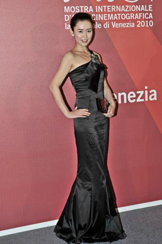 Venezia brilla di star da red carpet