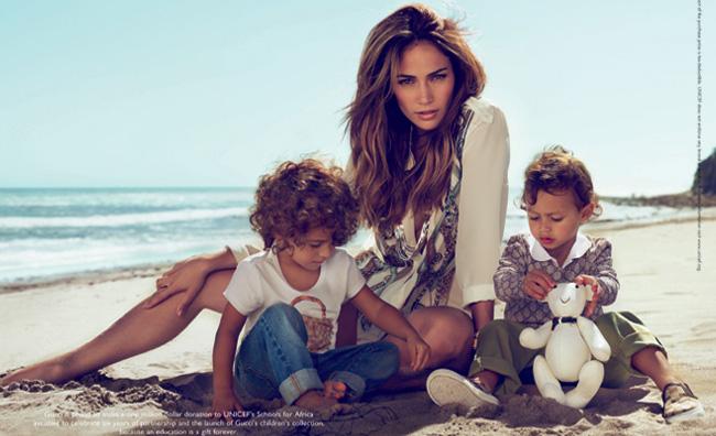 Jennifer Lopez testimonial della moda bimbo