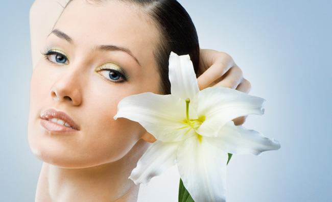 Belle con un filo: la depilazione orientale