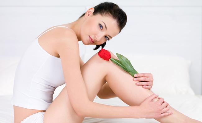 modella con tulipano