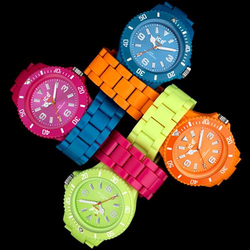 Orologi colorati e ultra moderni