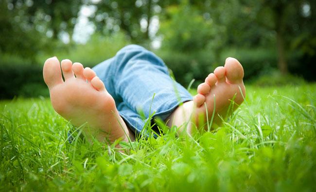 Piedi nudi nel parco