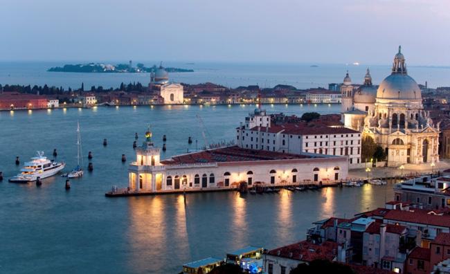 A Venezia gli artisti si appropriano del mondo