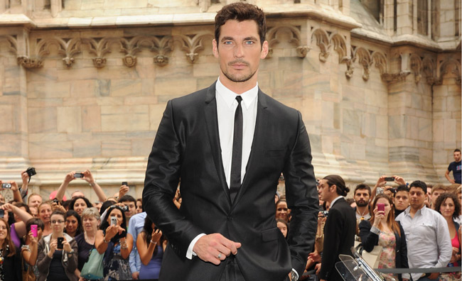 Milano acclama il supermodello David Gandy