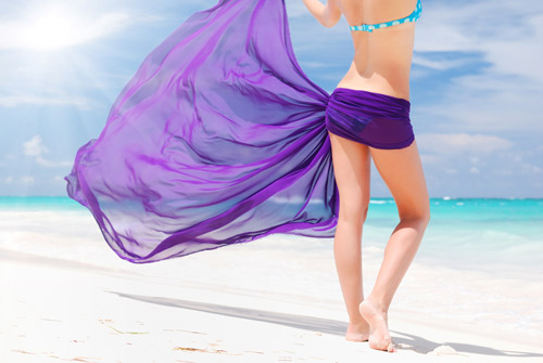 Bikini e pareo al mare