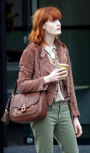 Florence Welch e la sua borsa Gucci