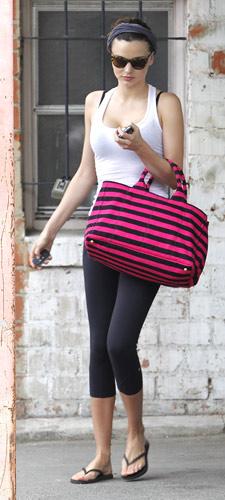 Miranda Kerr con borsa Prada
