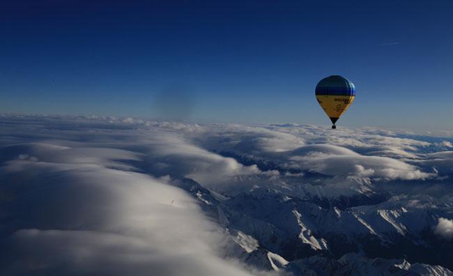 Con la mongolfiera sopra le Alpi