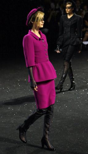 Tailleur fucsia Chanel Autunno Inverno 2011 2012