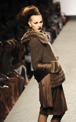 Collo in pelliccia  Raffaella Curiel Autunno Inverno 2011 201