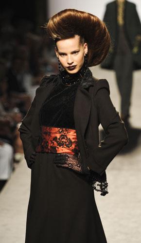 Completo nero  Raffaella Curiel Autunno Inverno 2011 201