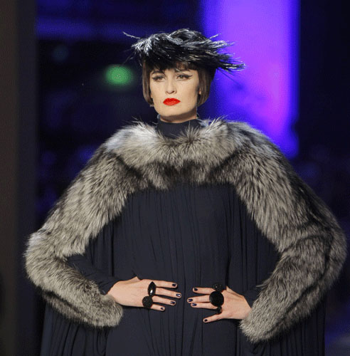 Maniche in pelliccia Paul Gaultier Autunno Inverno 2011 201