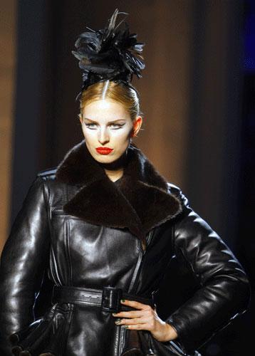 Cappotto in pelle nera Paul Gaultier Autunno Inverno 2011 201