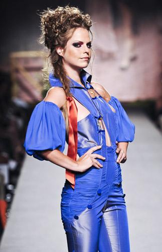 Tutina celeste Scuola di moda Ida Ferri, Autunno Inverno 2011 2012
