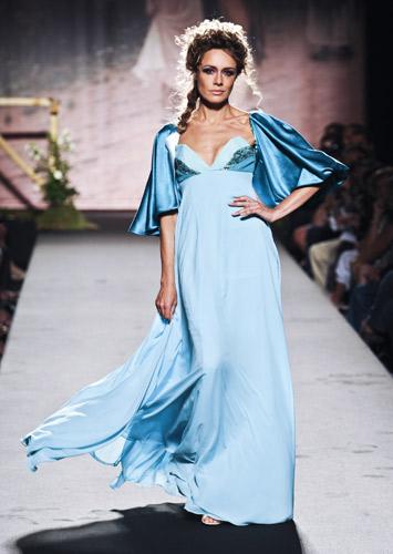 Abito impero azzurro Scuola di moda Ida Ferri, Autunno Inverno 2011 2012