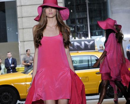 DKNY vestito fucsia