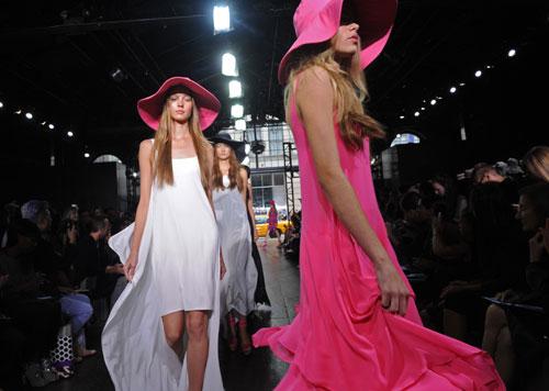DKNY vestito rosa shocking