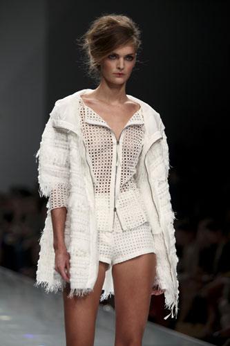 Ermanno Scervino: Giacca Bianca - Shorts Bianchi
